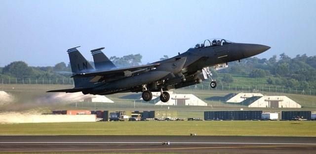 military-jet-1096881__340